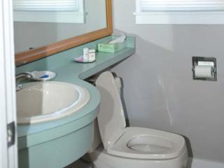 motel room bathroom