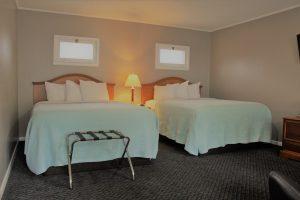 2 Queen beds in motel room